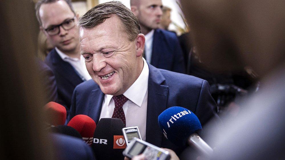 Statsminister og partileder for Venstre Lars Løkke Rasmussen taler med pressen ved Folketingets åbning i oktober 2016.